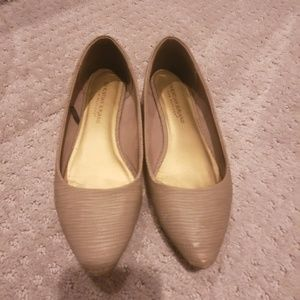 Beige pointed flats 7.5